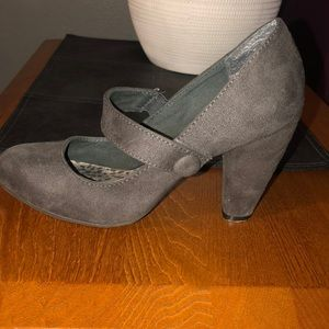 Y not?  grey heels women's size 7